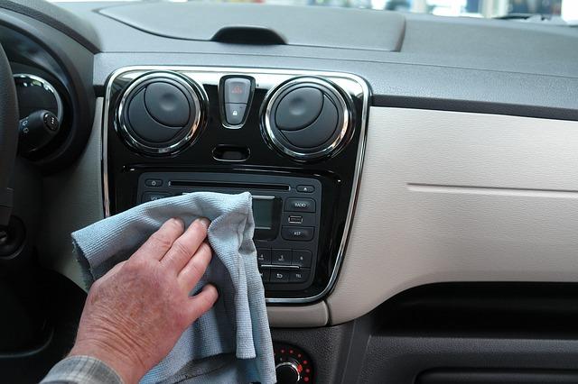 Etapy czyszczenia tapicerki samochodowej